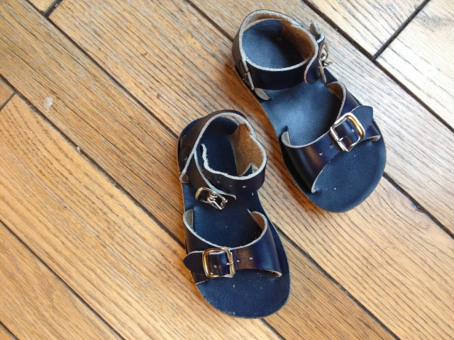 Kidizen: Saltwater Sandals